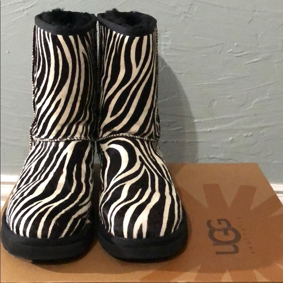 51fe7acb95e NWT UGG Zebra Classic Short Exotic NWT